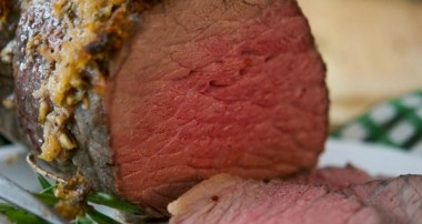 Horseradish, Garlic & Rosemary Encrusted Roast Beef