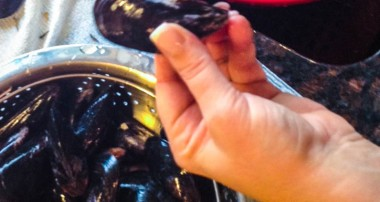 How to Clean & Prepare Mussels