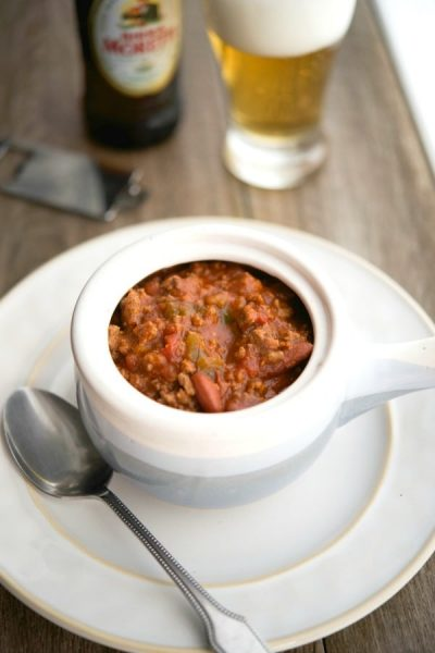 Slow Cooker Italian Beer & Beef Chili made with lean ground beef, Italian beer, peppers and fire roasted tomatoes will definitely send you back for seconds.