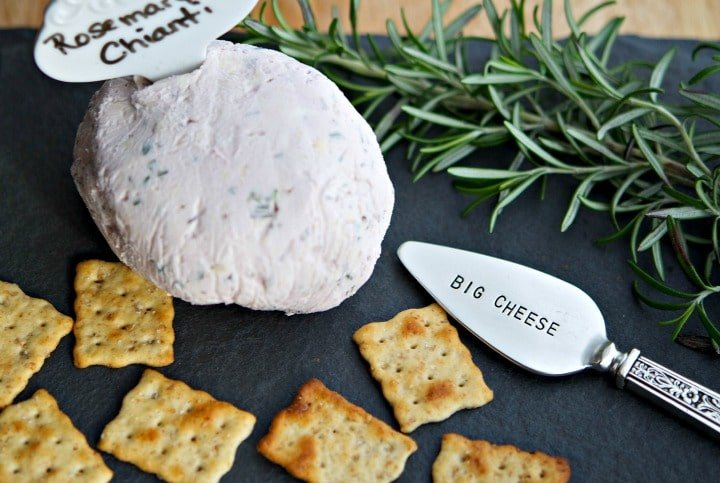 Rosemary Chianti Cheeseball