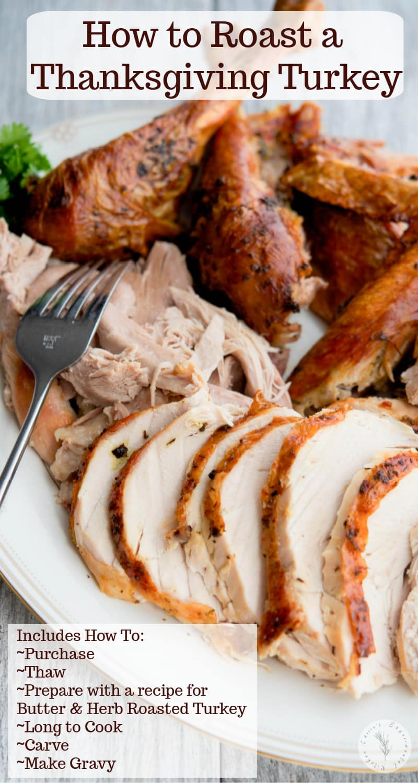 Est-ce la première fois que vous préparez le dîner de Thanksgiving?  Soyez rassuré, rôtir une dinde comme cette dinde rôtie au beurre et aux herbes est un jeu d'enfant!