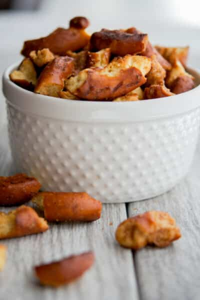 All you need are four simple ingredients and 15 minutes to make these Pumpkin Spice Pretzels. They'rethe perfect Fall snack!