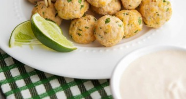Sriracha & Lime Turkey Meatballs with Dipping Sauce