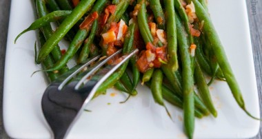 Green Beans with Tomato and Garlic