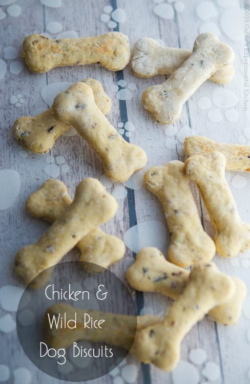 Homemade Chicken & Wild Rice Dog Biscuits | Carrie's Experimental Kitchen Treat your dogs to homemade dog biscuits using fresh, wholesome ingredients. #petfriendly
