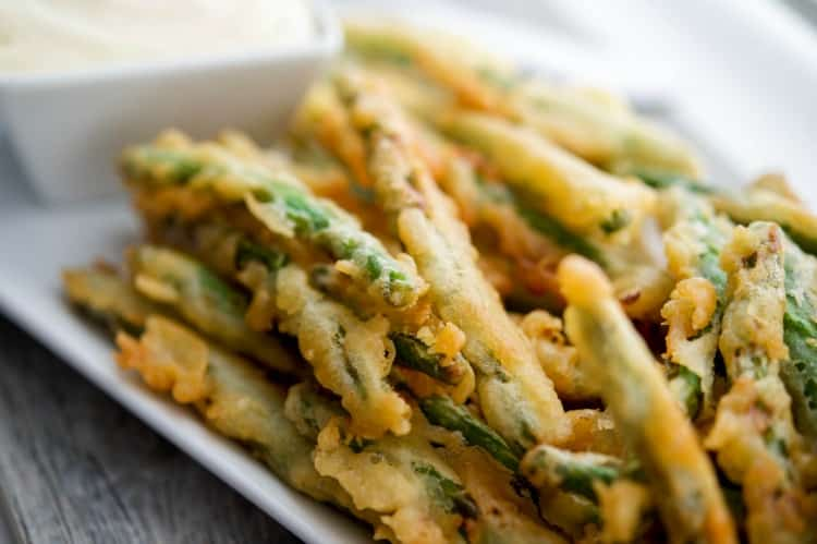 Green Bean Crispers with Lemon Garlic Aioli (Applebee's Copycat)