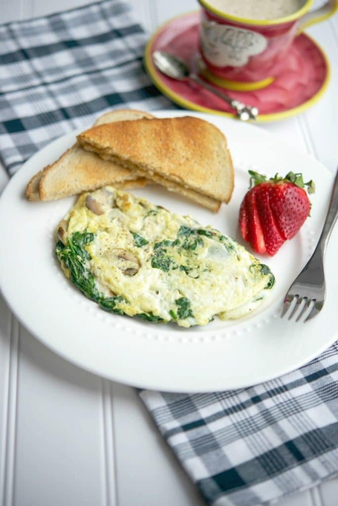 Spinach, Mushroom and Havarti Egg White Omelette is a quick and easy, healthy breakfast meal that will sustain your hunger for hours.