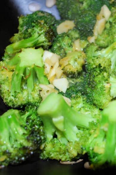 Fresh broccoli tossed with garlic, lemon zest, Extra Virgin Olive Oil, Kosher salt and black pepper; then roasted until tender.