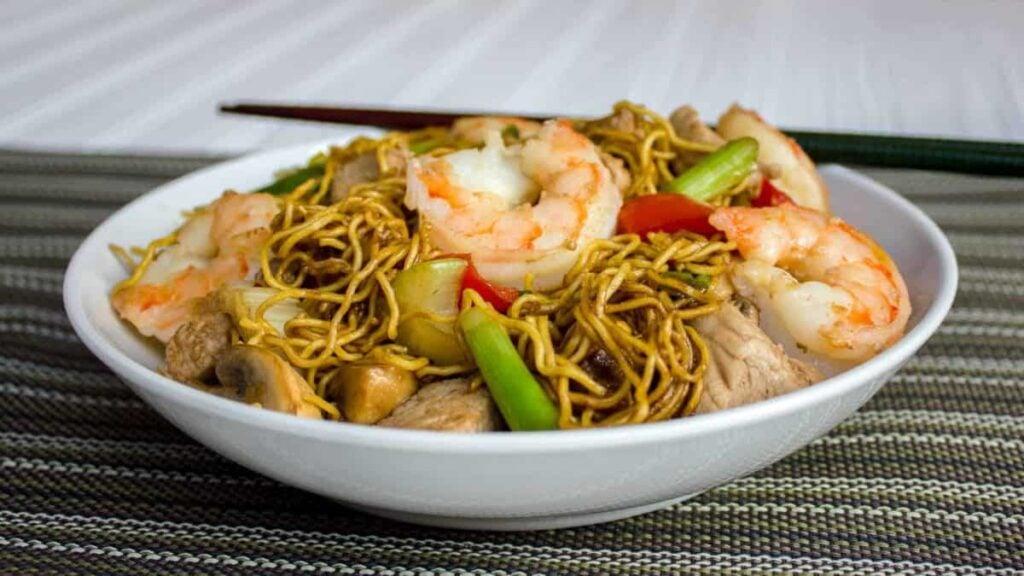Shrimp pork chow mein